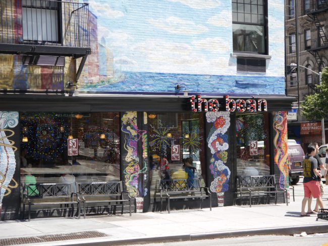 "NYC coffee shop ""The Bean"" draws in customers with it's flamboyancy"